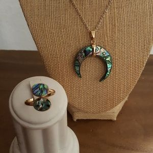 Jewelry - 2 pc abalone shell matching ring and bone necklace